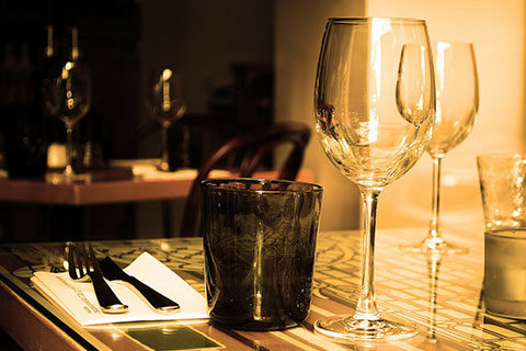 wine-glasses-black-cup